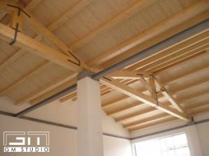 Cordoli in acciaio su copertura in legno